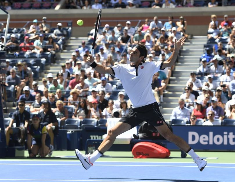 Federer ends slow starts, rolls into fourth round at US Open