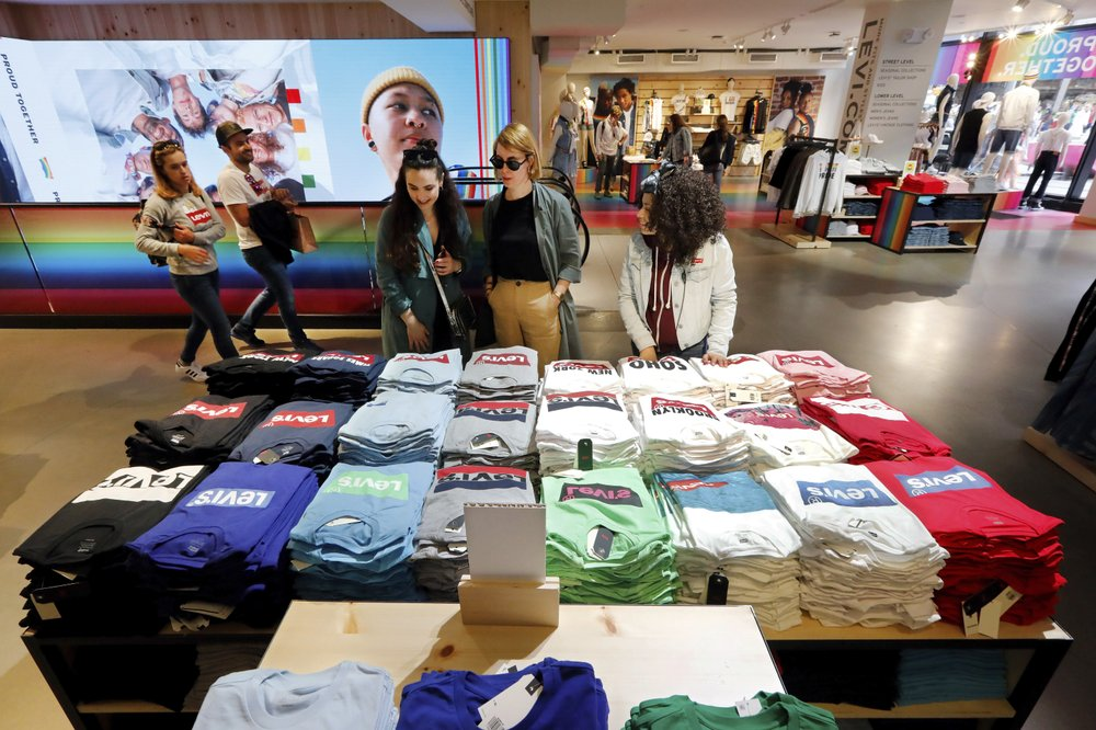 Optimistic US consumers boost spending 0.6pct in July