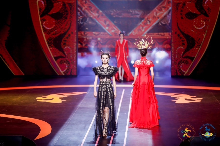 Costume show inspired by Dunhuang murals a visual feast to audience