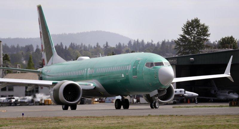 American Airlines delays Boeing Max return