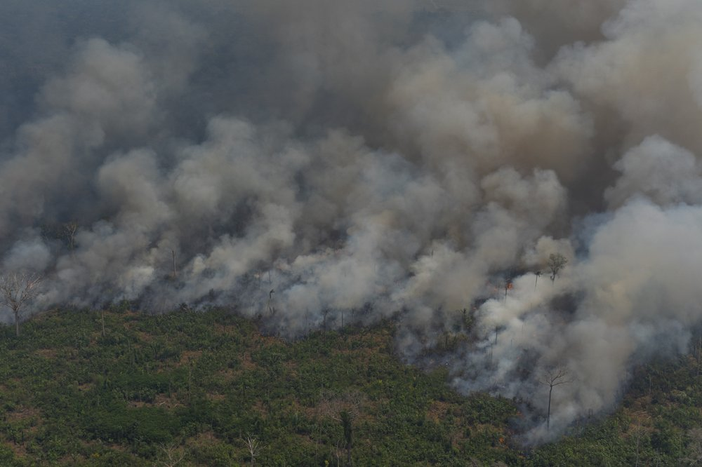 Brazilian ministers to propose extending military fire-fighting mission in Amazon