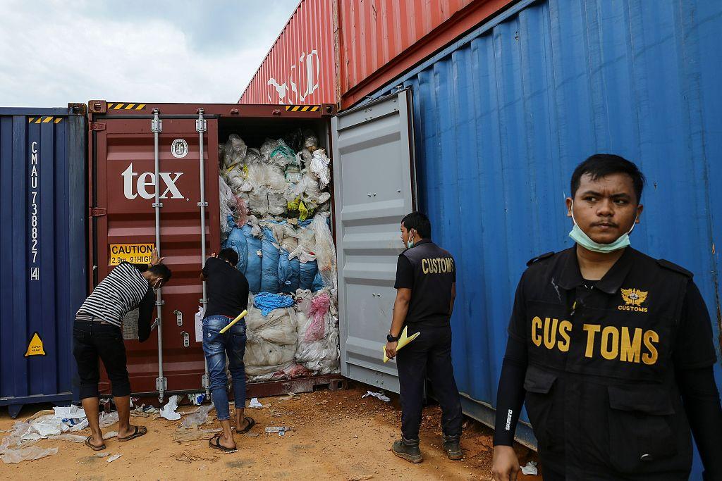 Indonesia thwarts export of rare lobster seeds, arrests smuggler