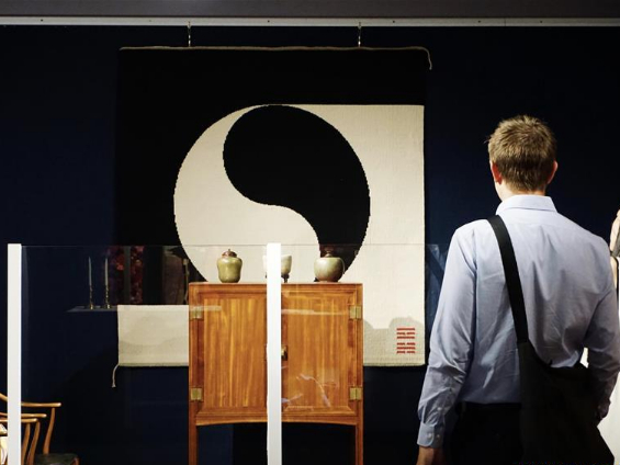 Exhibition featuring replicas of textile artworks used by Danish noble families kicks off in Beijing