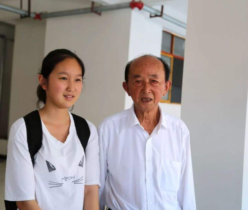 Frugal elderly man devotes life to charity