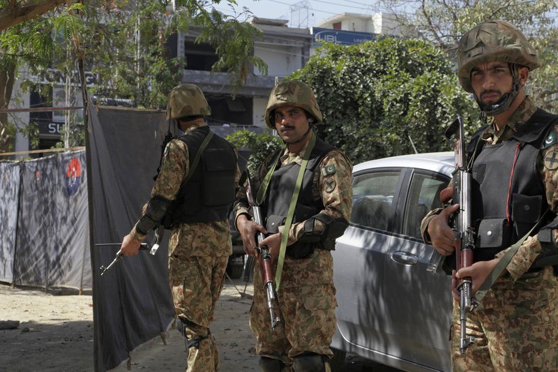 1 killed, 9 injured in twin blasts in SW Pakistan