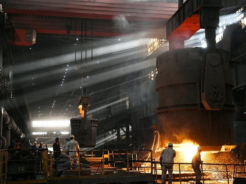 Labor scene of industrial workers in China's Heilongjiang