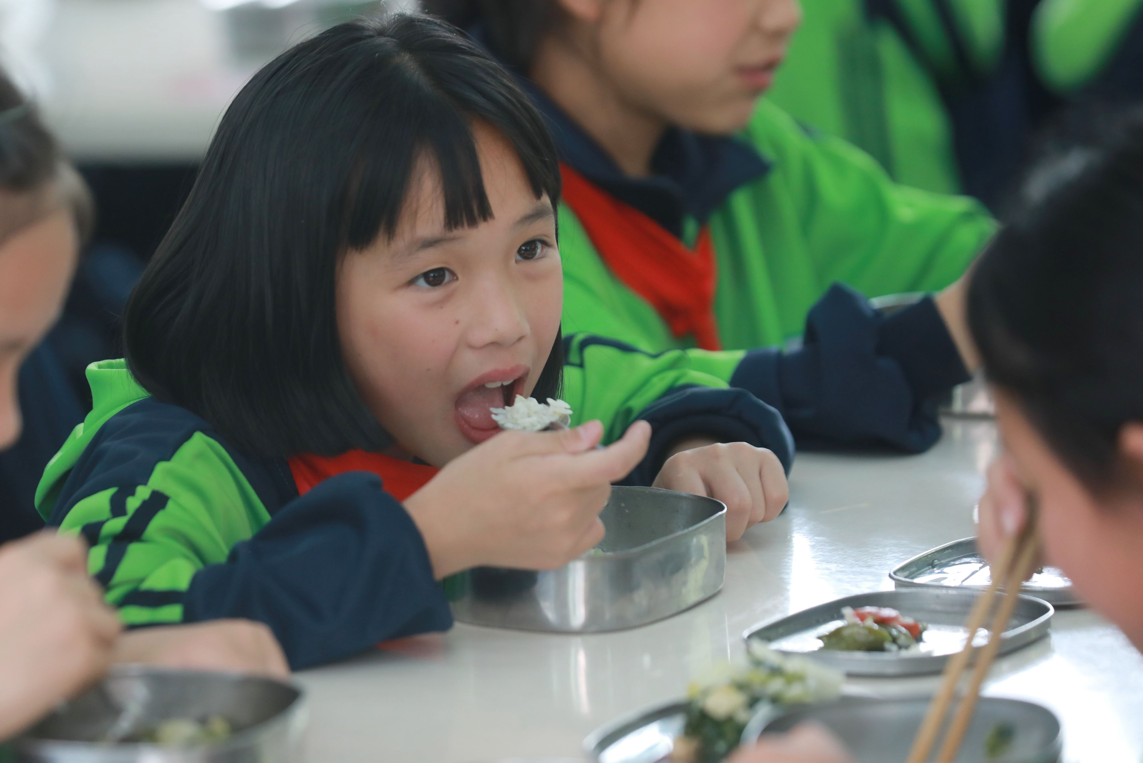 China tightens scrutiny over school food safety