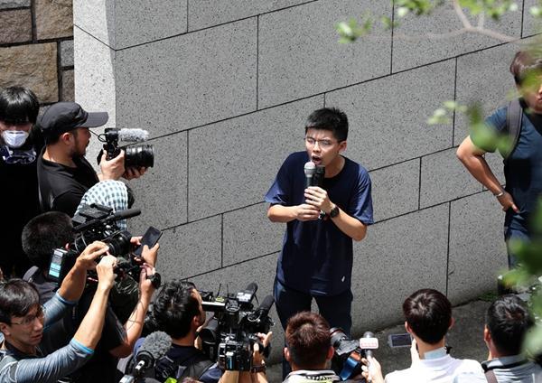 Hong Kong activist Wong Chi-fung detained at airport