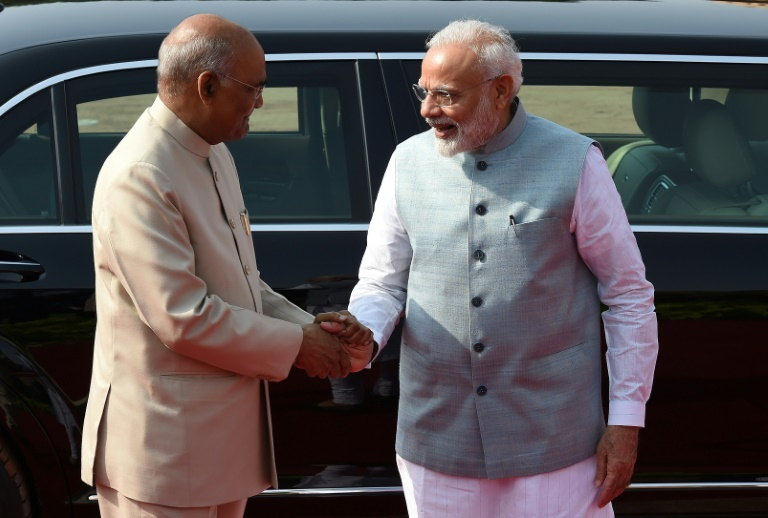 Pakistan denies use of airspace to Indian president