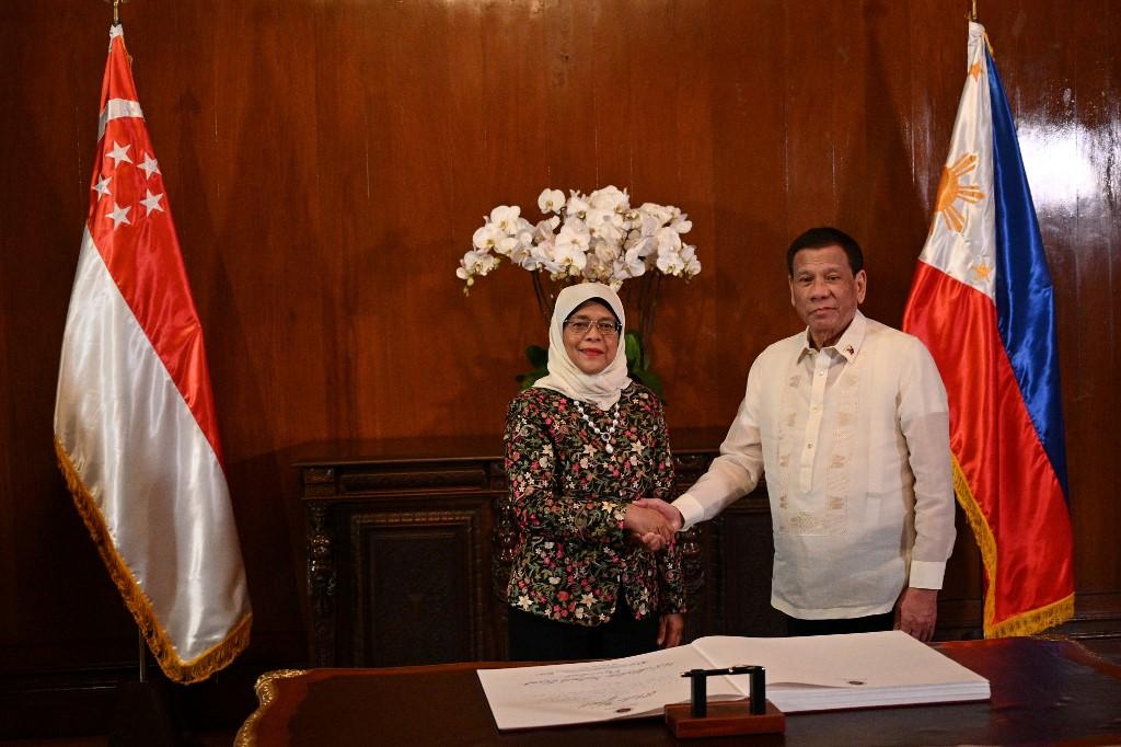Philippines, Singapore to intensify defense, economic cooperation
