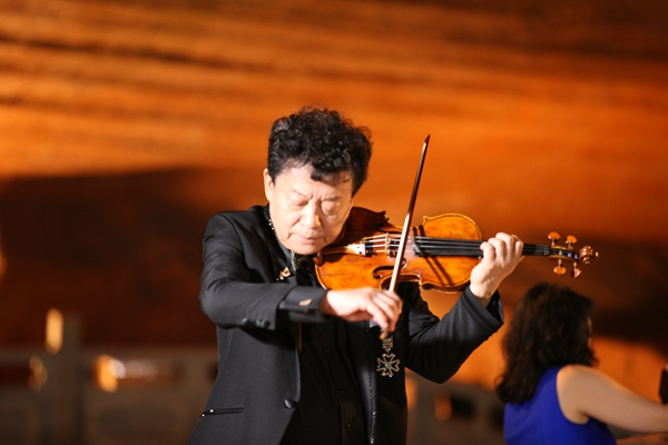 Famous violinists take to the stage to honor Sheng Zhongguo