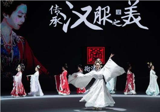 'Hanfu' star of Beijing Fashion Week