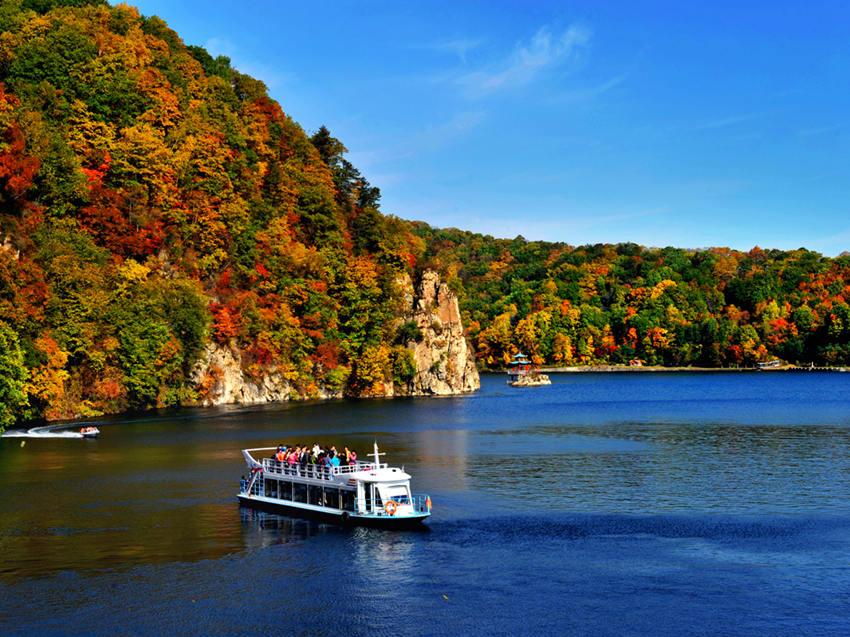 Breathtaking autumn scenery in NE China