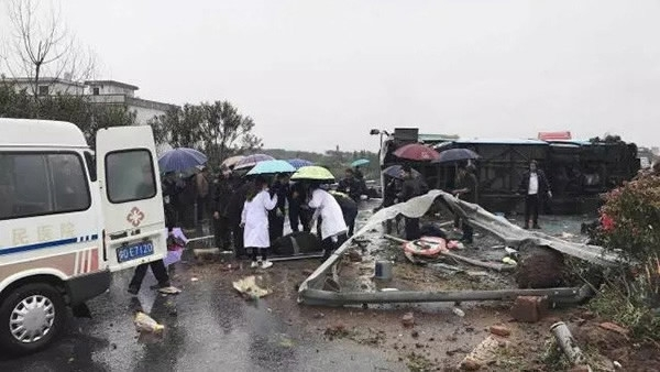 5 killed, 24 injured in northeast China bus rollover