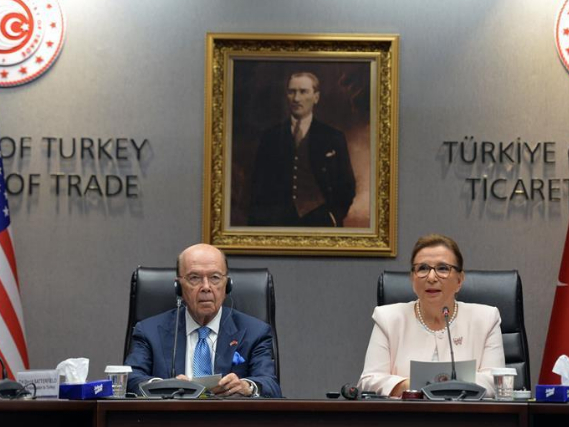 US secretary of commerce, Turkish trade minister attend press conference in Ankara