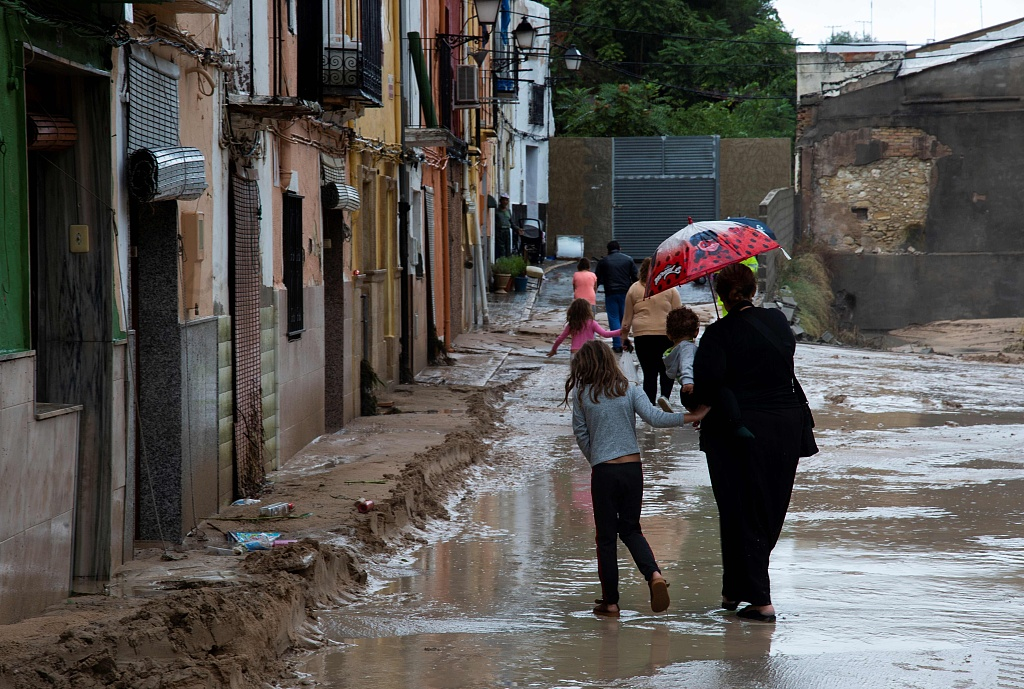 Heavy rain and high winds affect south, east Spain