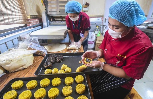 Handmade moon cakes in Yongqing Township, China's Hebei