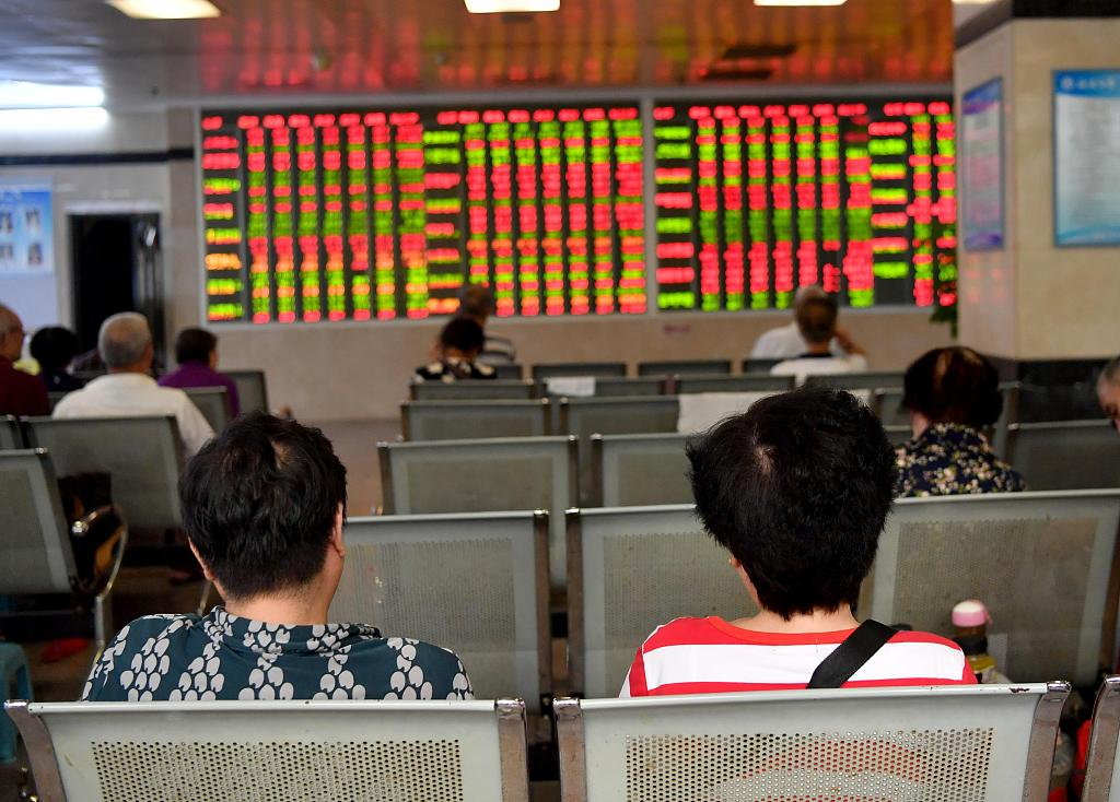 Chinese shares end higher Thursday
