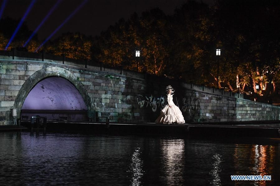 Fashion show held in West Lake scenic area in Hangzhou