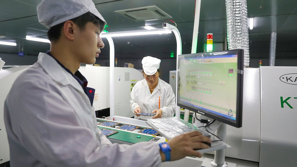China's electronic information manufacturing sees revenue growth in Jan.-July
