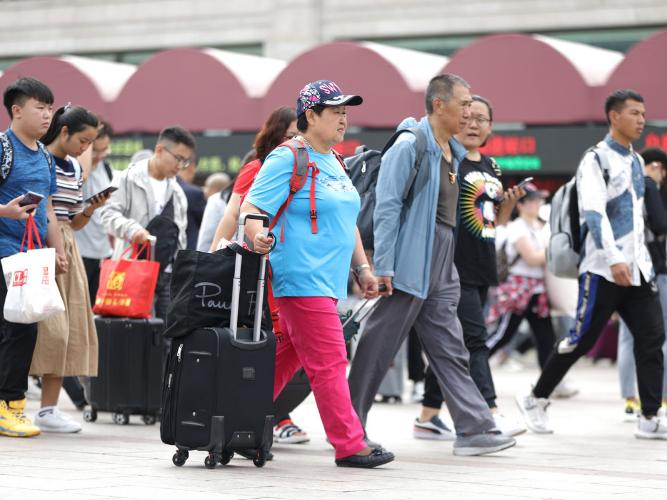 China's railways brace for Mid-Autumn Festival travel peak