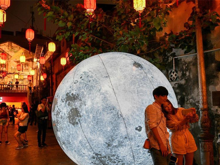 People celebrate Mid-Autumn Festival at Chinese community in Malaysia