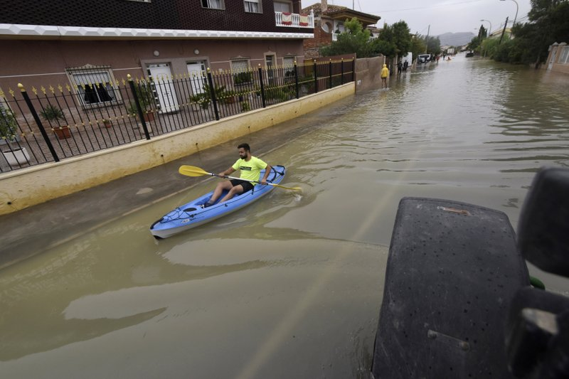 Death toll rises to 6 in torrential rains in southeast Spain