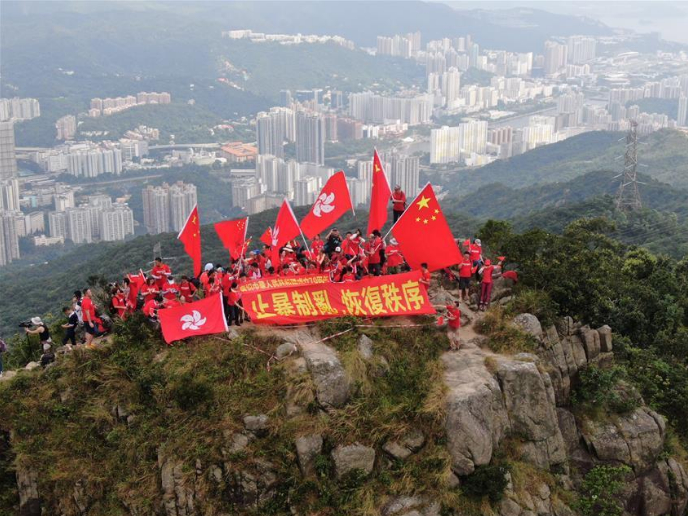 China's national flags waved at peak of Lion Rock