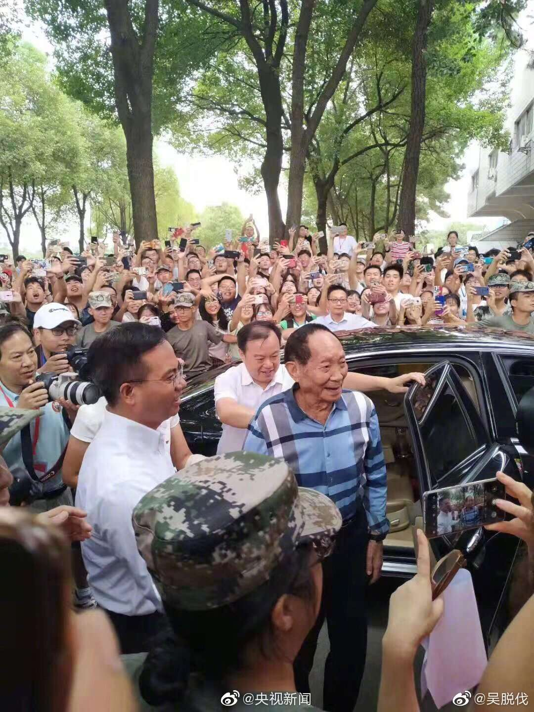 'Hybrid rice father' attends college freshmen opening