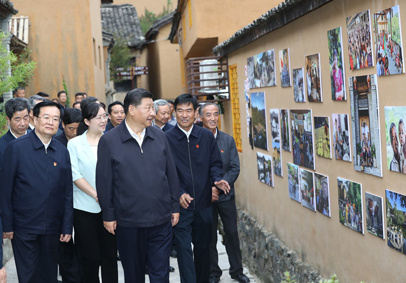 Xi goes to Henan on inspection tour