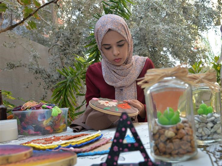 Palestinian artist makes art pieces out of discarded household items