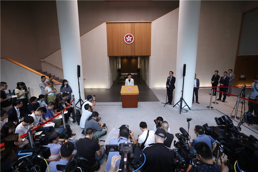 Lam vows to hold first dialogue in HK next week