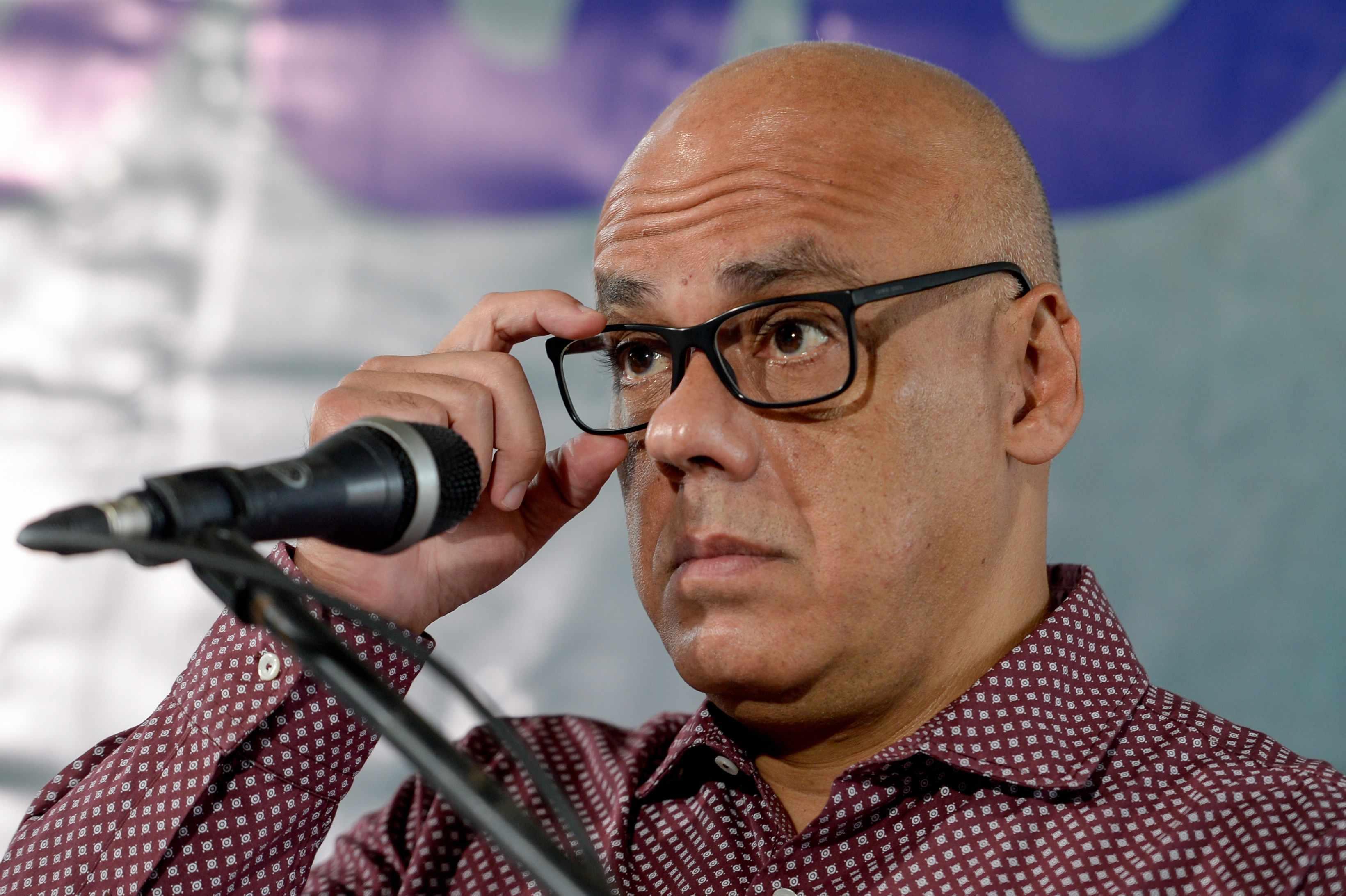 Venezuelan government, opposition groups hold talks