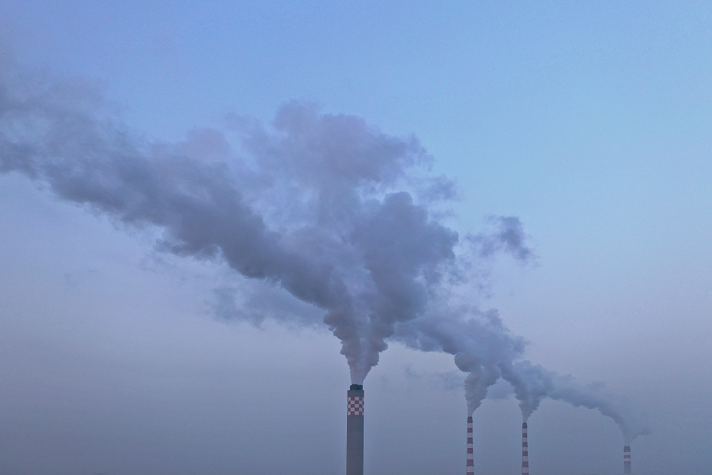 China resolves to cut emissions as it battles climate change
