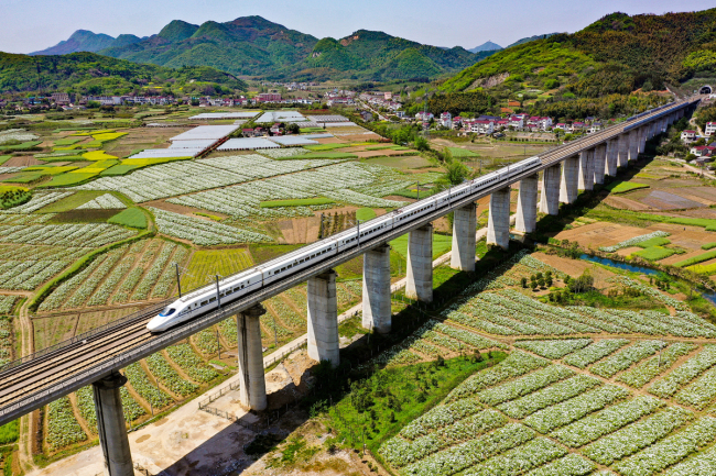 China's railway investment remains stable in Jan.-Aug.