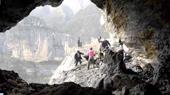 Isolated villagers in SW China county build link with outside world