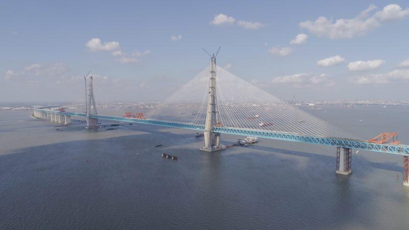Hutong Yangtze River Bridge completed