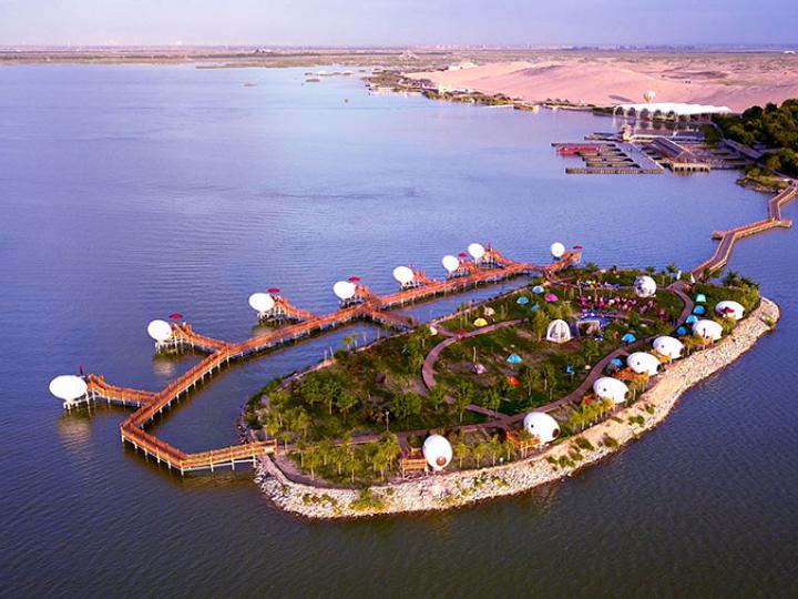 'Egg houses' dot Ningxia's Sand Lakes