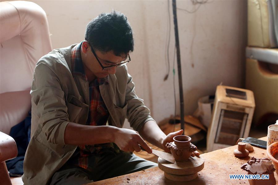 In pics: Tibetan-style black clay pottery in SW China's Yunnan