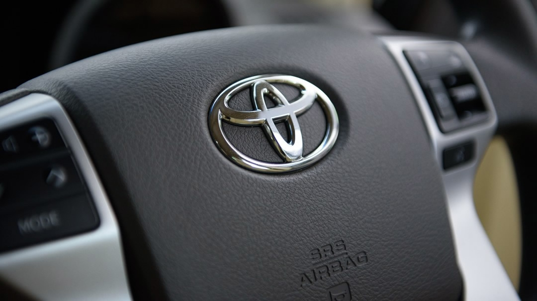 Toyota to recall cars in China over airbag defects