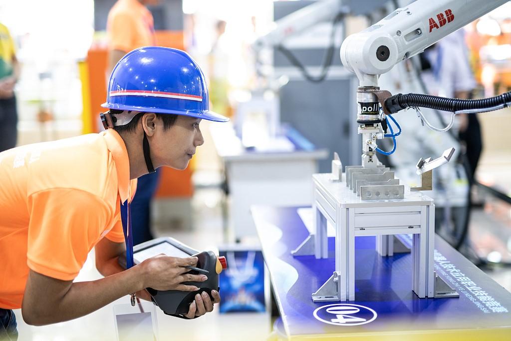 Xi stresses pursuit of craftsmanship