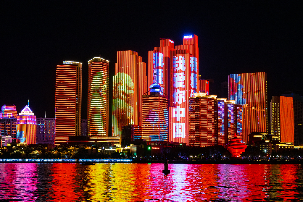 Grand light shows across China marks upcoming National Day