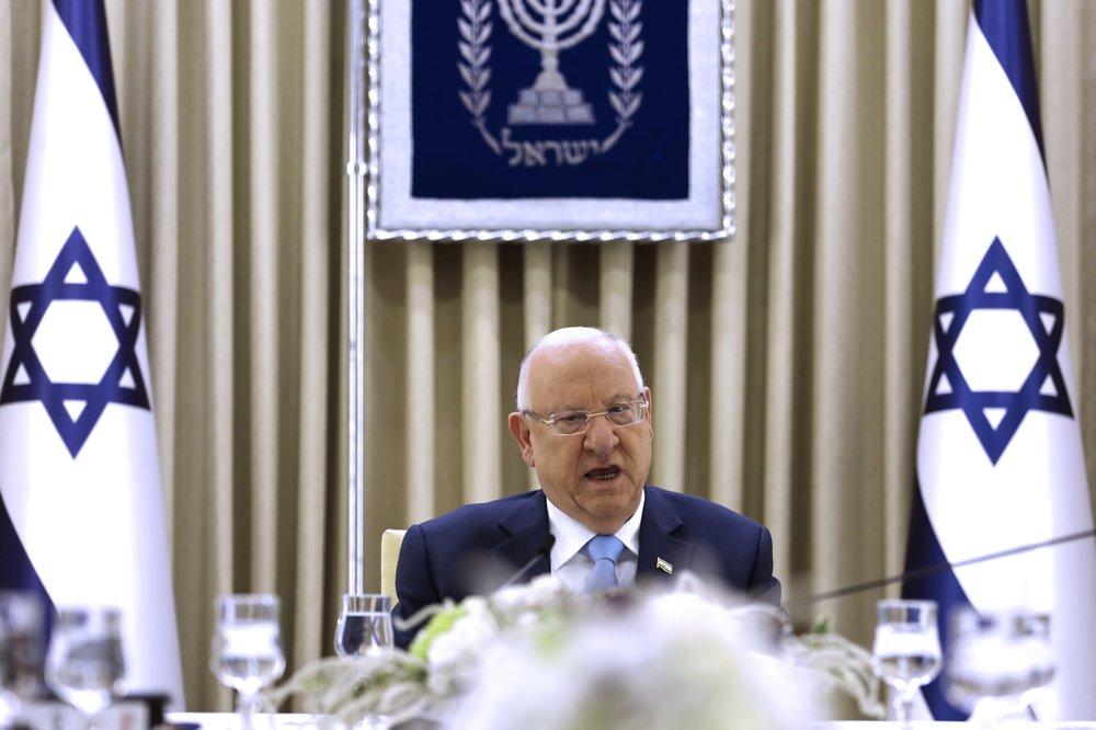 Israeli PM, challenger meet in president's bid to form unity gov't amid deadlock