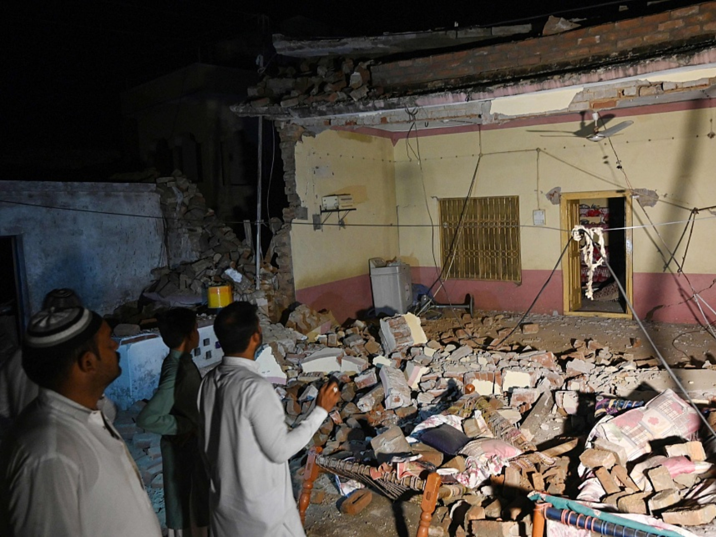 Death toll in Pakistan quake climbs to 22 as rescuers assess damage