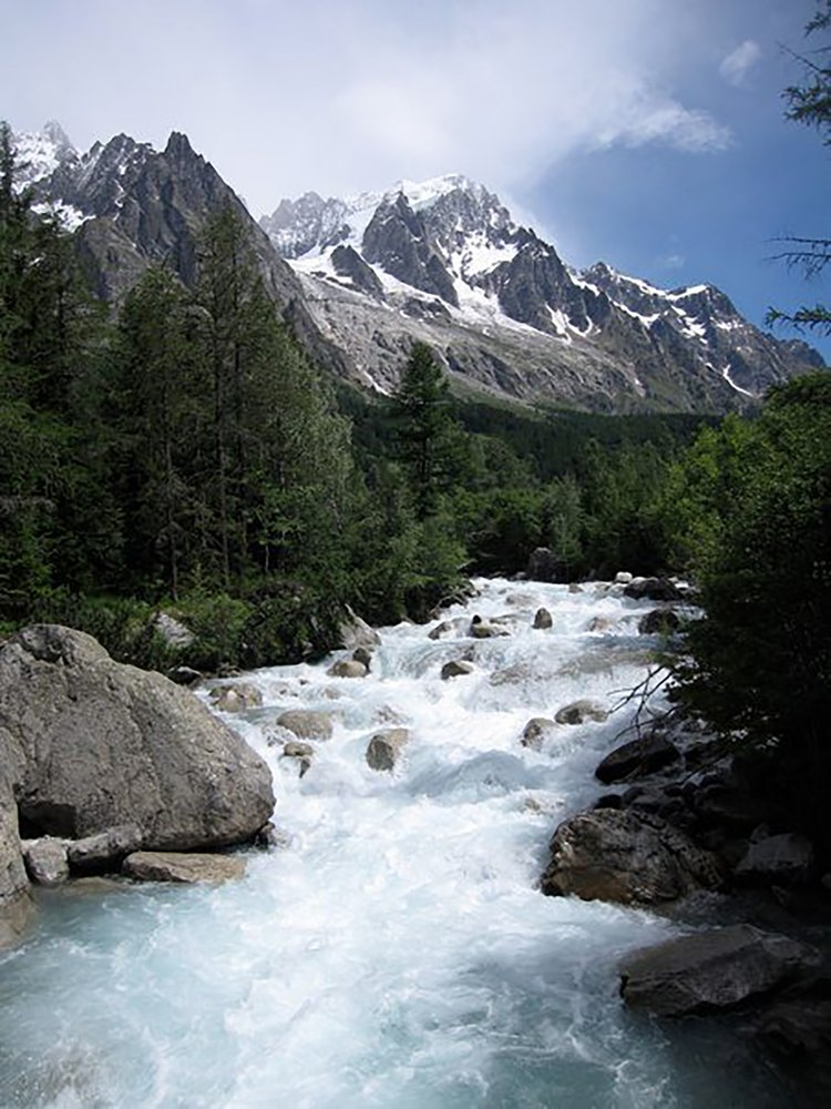 Fast-moving glacier threatens valley in Mont Blanc massif