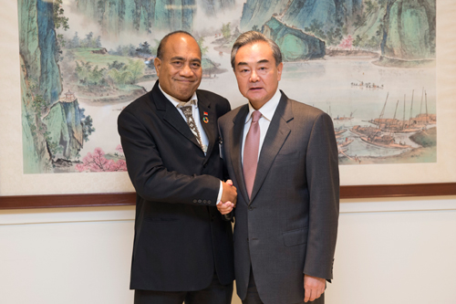 Chinese FM, Kiribati's president meet as two sides prepare to normalize ties