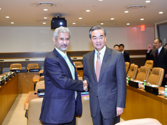 Chinese FM Wang Yi meets his Indian counterpart on border issue at UN