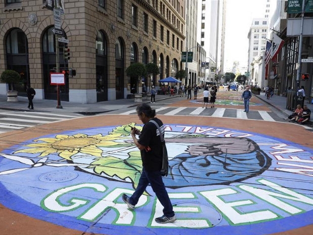 Ground paintings themed on environmental protection created in San Francisco