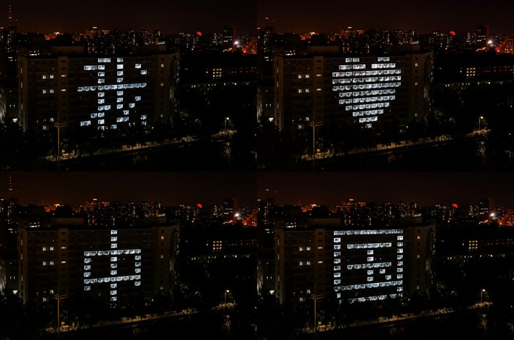 College students design a light show to send wishes to motherland
