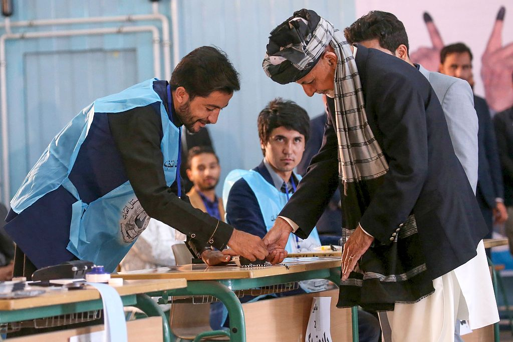Tally continues in Afghan presidential election, over 1 mln votes counted